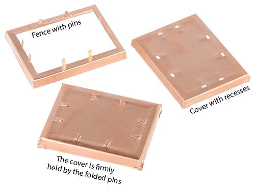 カバーをフェンスに固定するために、窪みのあるカバーとピン付きフェンスを使用して高性能のPCBシールドを作成できます