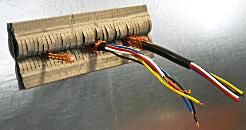 Kabeleinführung abschirmung ist, um einen Eintrag zu Boden System passen und mehrere Verbindungen gleichzeitig zu schützen