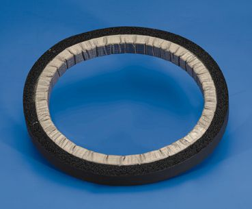 It is possible to make the 7300 EMC / IP gasket completely round. The water seal can be both on the outside or in the inside of the gasket