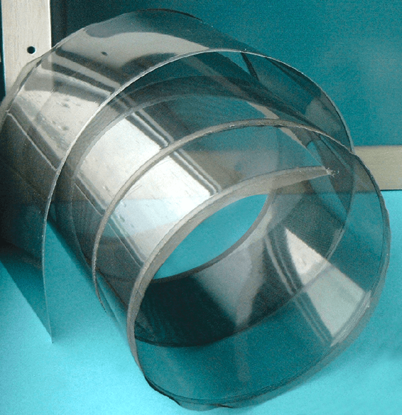 Mesh foil with flying mesh on sides on roll