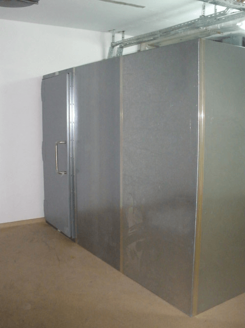 Sliding door in onfinished cage